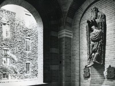 Loeki Metz - relief City Hall - BKOR archive (2)