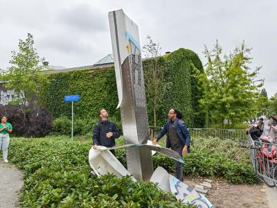 Monument-to-Brightness-unveiling-Micha-and-Lloyd-photo-Aad-Hoogendoorn-43